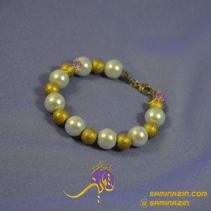 دستبند مروارید سفید و حدید طلایی شنی